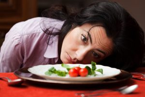 woman-obsessing-over-diet_wvzdkm